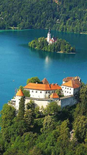 Bled: feliz concórdia entre a Igreja e o Estado católico