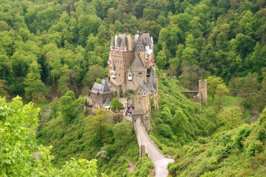 Burg Eltz no meio da floresta