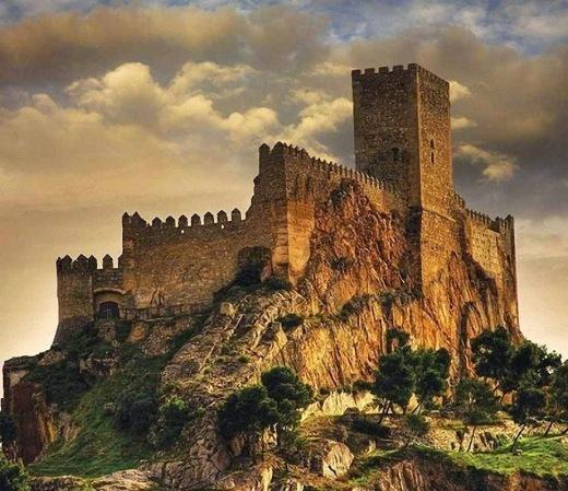 Almansa: um castelo de sonhos e heroísmo cristão